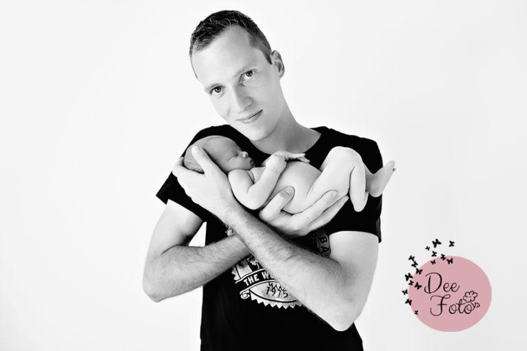 neugeborenen-fotograf-baby-fotos-portrait-kinder-familie-eltern-geburt-newborn-neukirchen-sulzbach-rosenberg-amberg-hersbruck-hohenstadt-holnstein-koenigstein-fotografin-deefoto