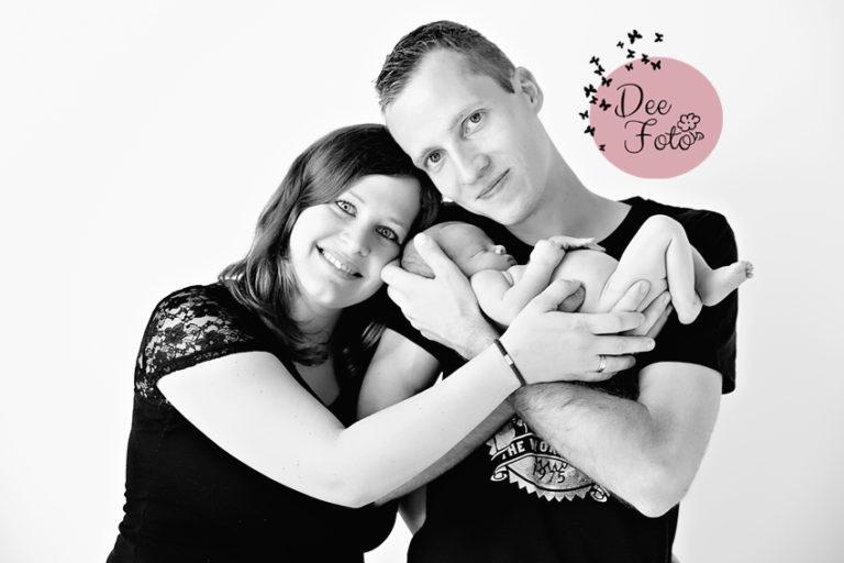 neugeborenen-fotograf-baby-fotos-portrait-kinder-familie-eltern-geburt-newborn-neukirchen-sulzbach-rosenberg-amberg-hersbruck-hohenstadt-holnstein-koenigstein-fotografin-deefoto1