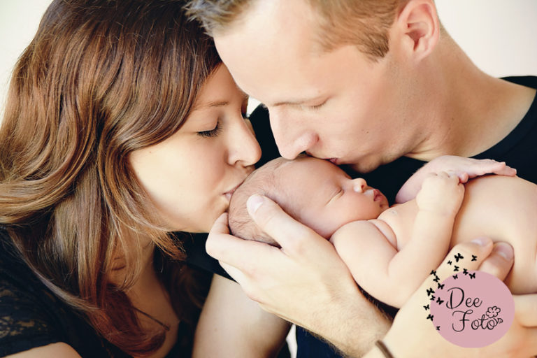 neugeborenen-fotograf-baby-fotos-portrait-kinder-familie-eltern-geburt-newborn-neukirchen-sulzbach-rosenberg-amberg-hersbruck-hohenstadt-holnstein-koenigstein-fotografin-deefoto2