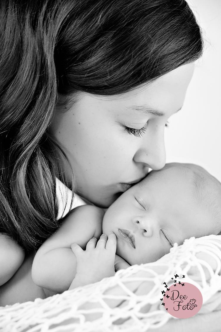 neugeborenen-fotograf-baby-fotos-portrait-kinder-familie-eltern-geburt-newborn-neukirchen-sulzbach-rosenberg-amberg-hersbruck-hohenstadt-holnstein-koenigstein-fotografin-deefoto3