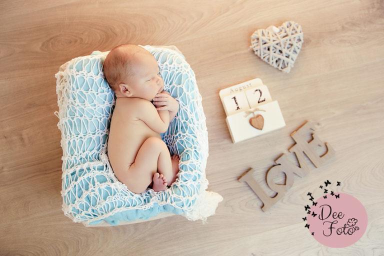 neugeborenen-fotograf-baby-fotos-portrait-kinder-familie-eltern-geburt-newborn-neukirchen-sulzbach-rosenberg-amberg-hersbruck-hohenstadt-holnstein-koenigstein-fotografin-deefoto4