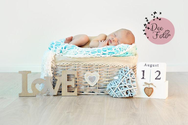 neugeborenen-fotograf-baby-fotos-portrait-kinder-familie-eltern-geburt-newborn-neukirchen-sulzbach-rosenberg-amberg-hersbruck-hohenstadt-holnstein-koenigstein-fotografin-deefoto7