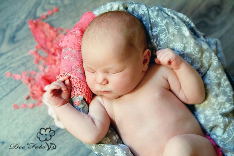 familie-fotograf-schwanger-babybauch-neugeborene-maedchen-papa-mama-kind-amberg-sulzbach-neukirchen-hohenstadt-hersbuck-studio-baby0